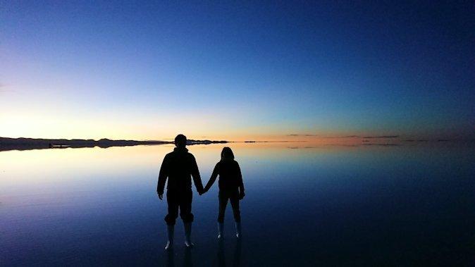 ウユニ塩湖での朝日