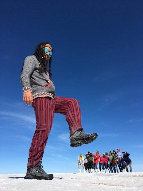ウユニ塩湖でのトリック写真