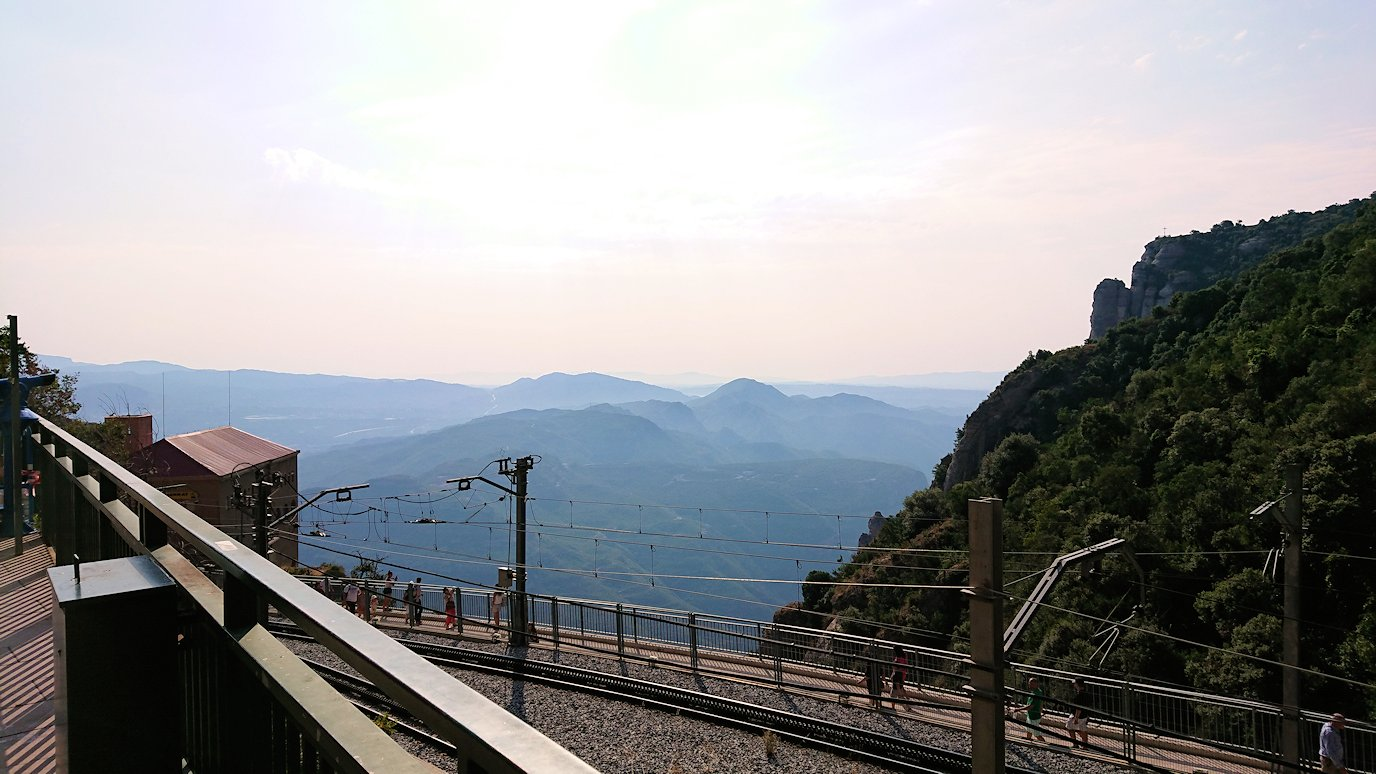 スペイン旅行 ツアー 観光 日本旅行 モンセラット 岩 黒い 聖母像 マリア 土産 ブログ 口コミ