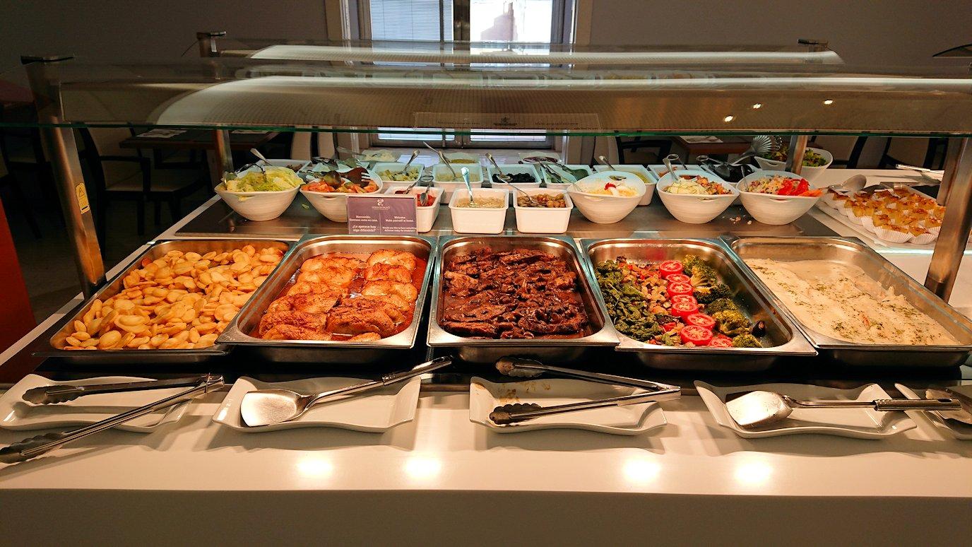 スペイン旅行 ツアー 観光 日本旅行 グラナダ アルハンブラ宮殿 グラナダパレス プール 夕食 バイキング 料理 ブログ 口コミ