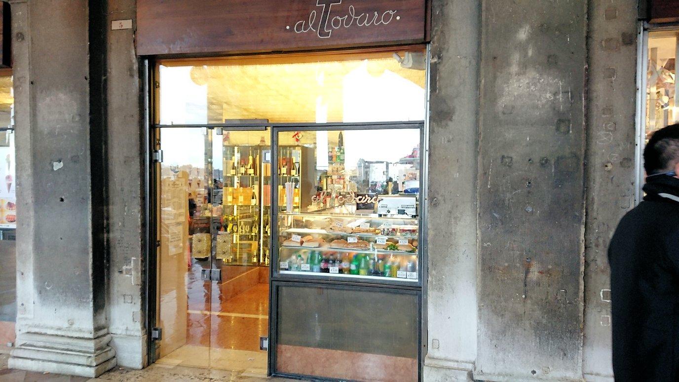 ベネチアの特産物のベネチアンガラスのお店-2