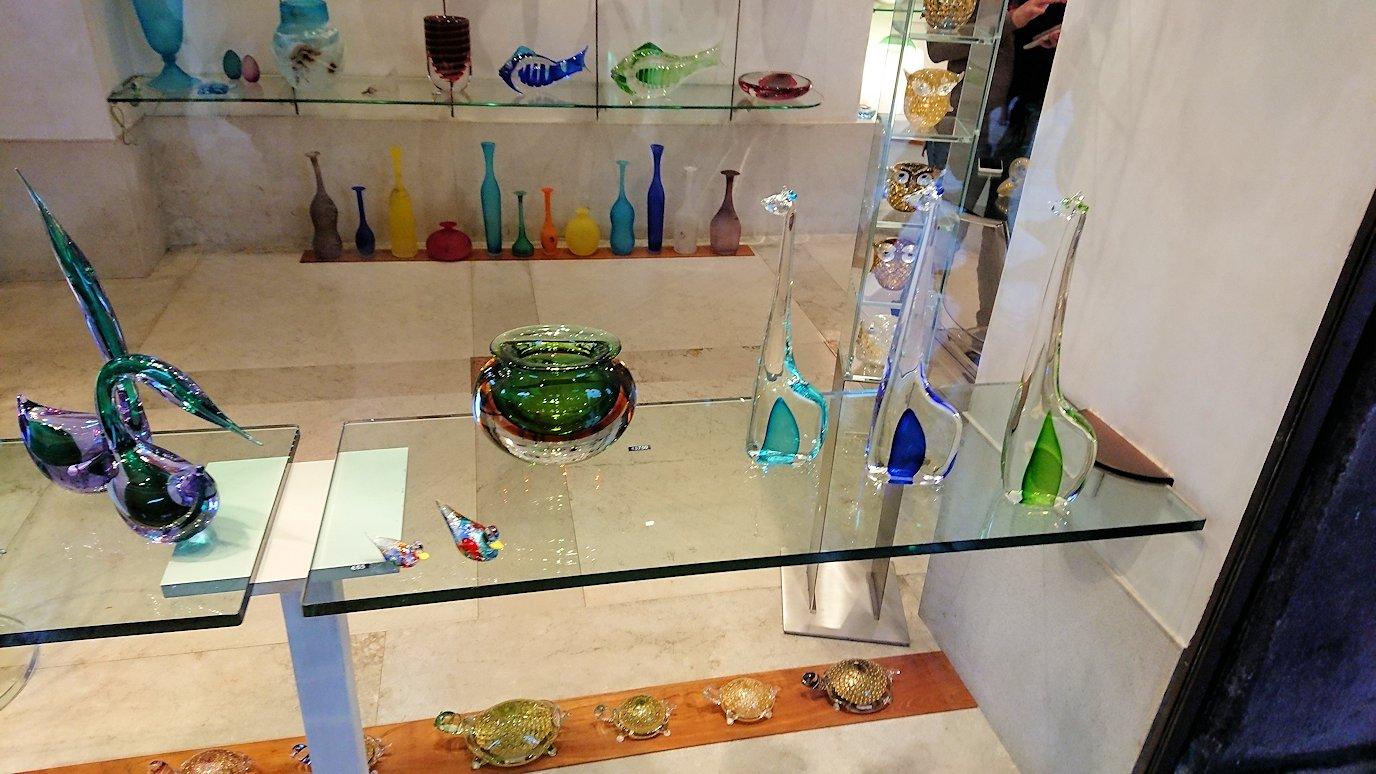 ベネチアの特産物のベネチアンガラスのお店
