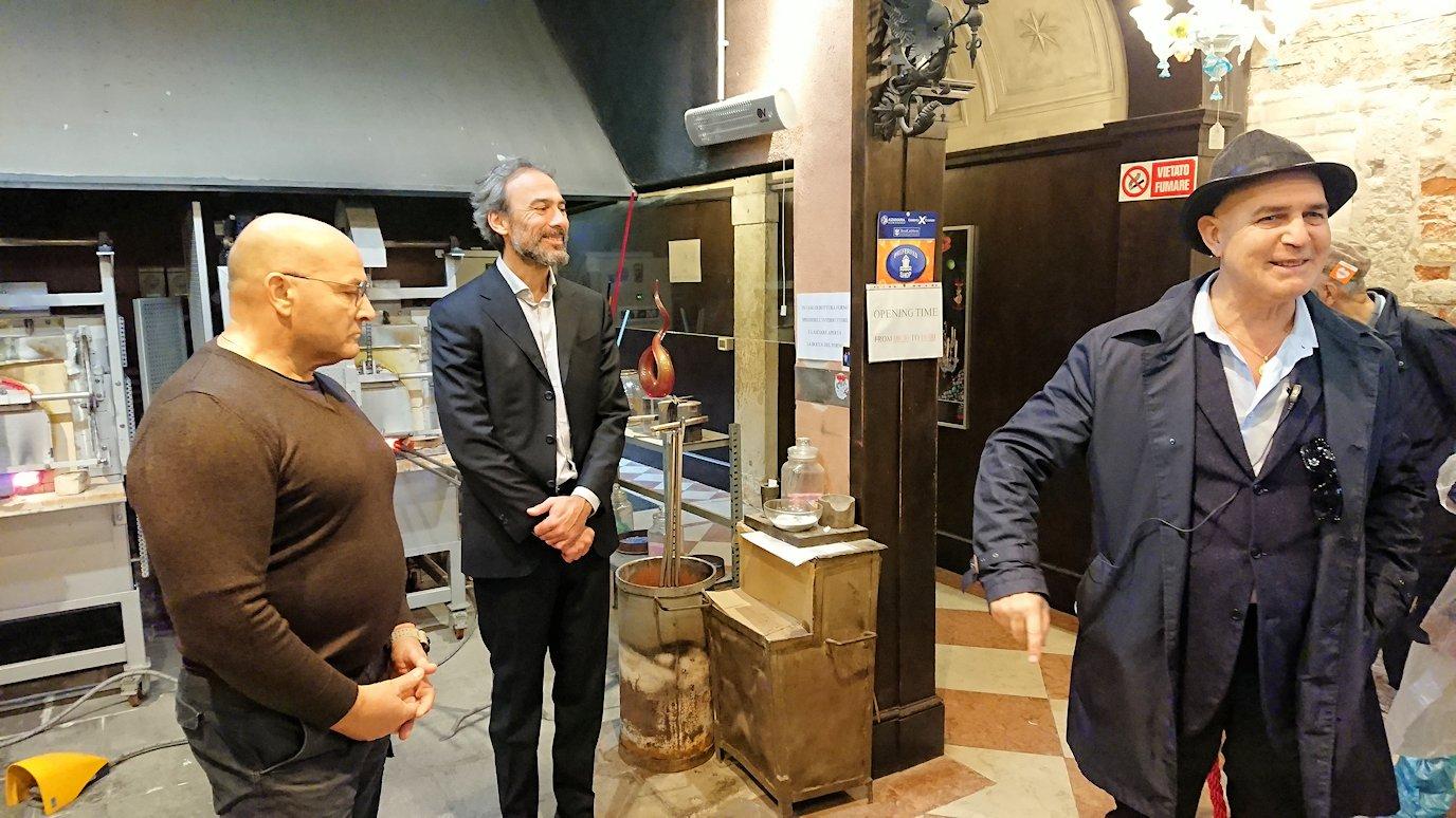 ベネチアンガラスの工房でのショー