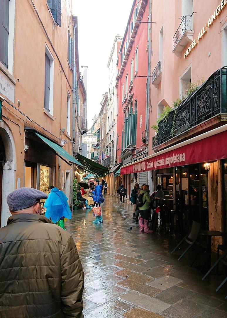 ベネチアの街を歩く
