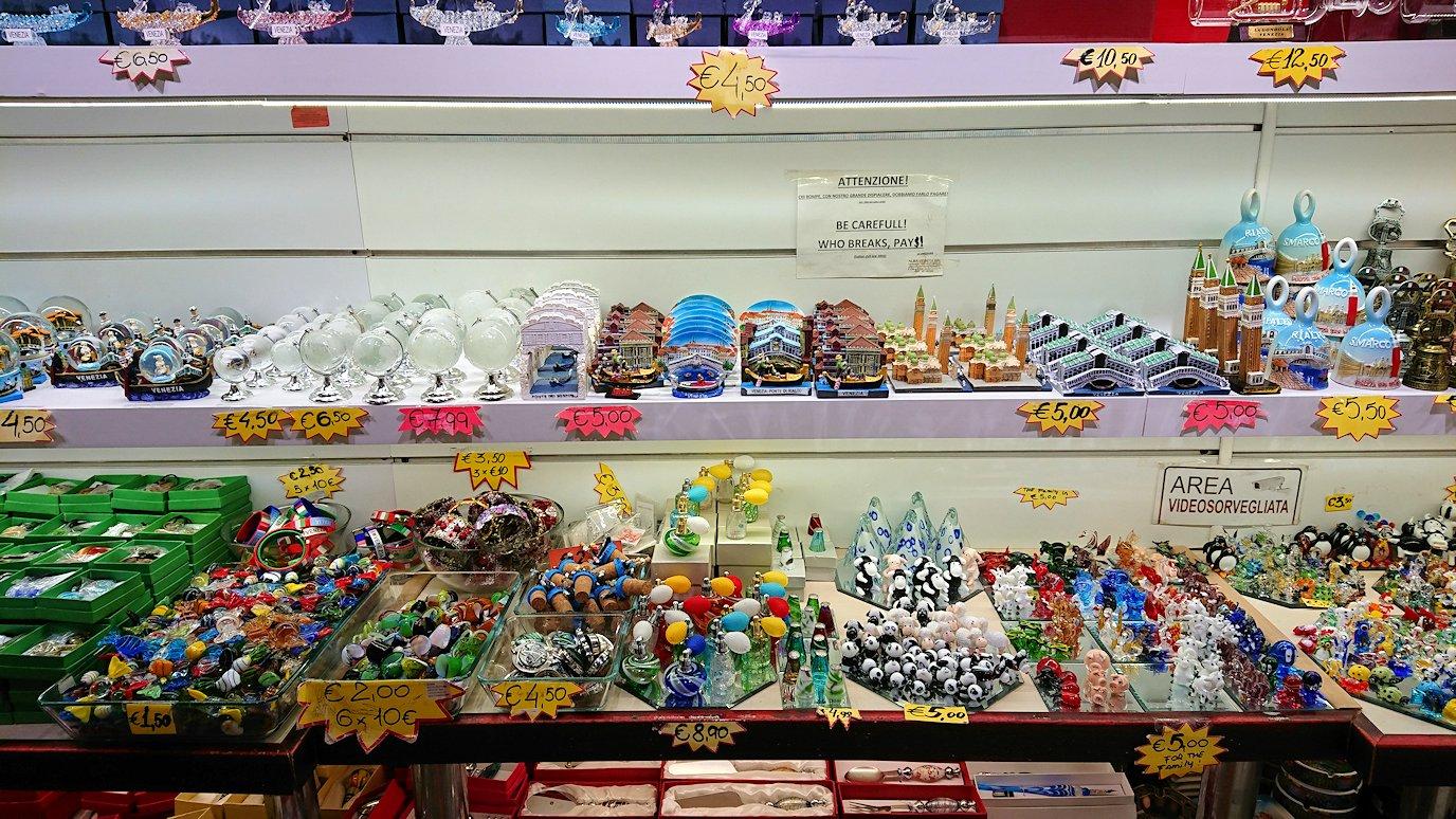 ベネチアの街を歩いてお土産物屋さんを物色