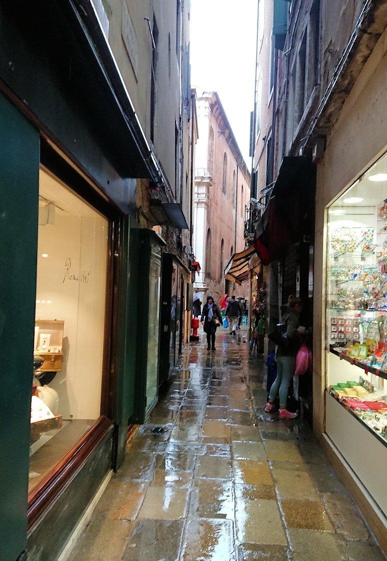 ベネチアの街はまだまだ奥があり、いくらでも店がある