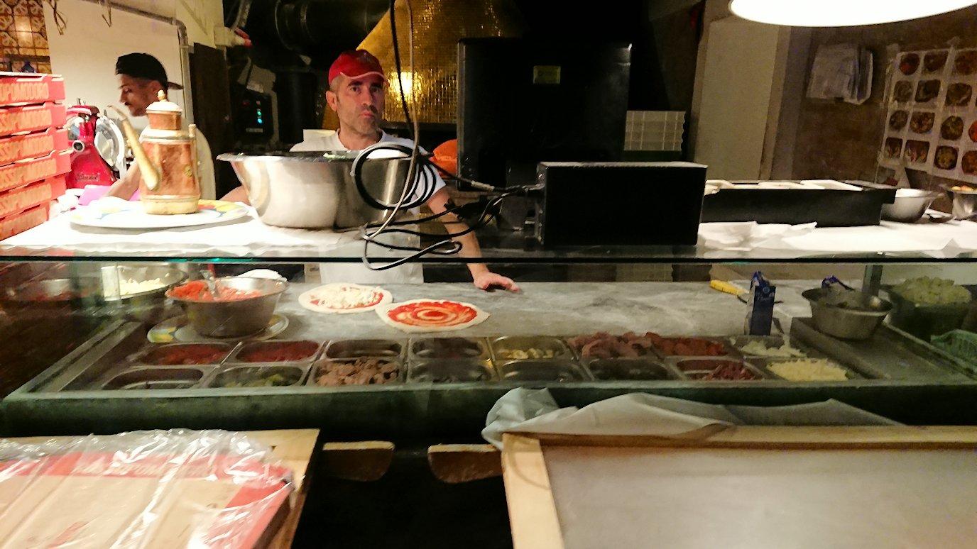 ベネチアの街での昼食レストランで