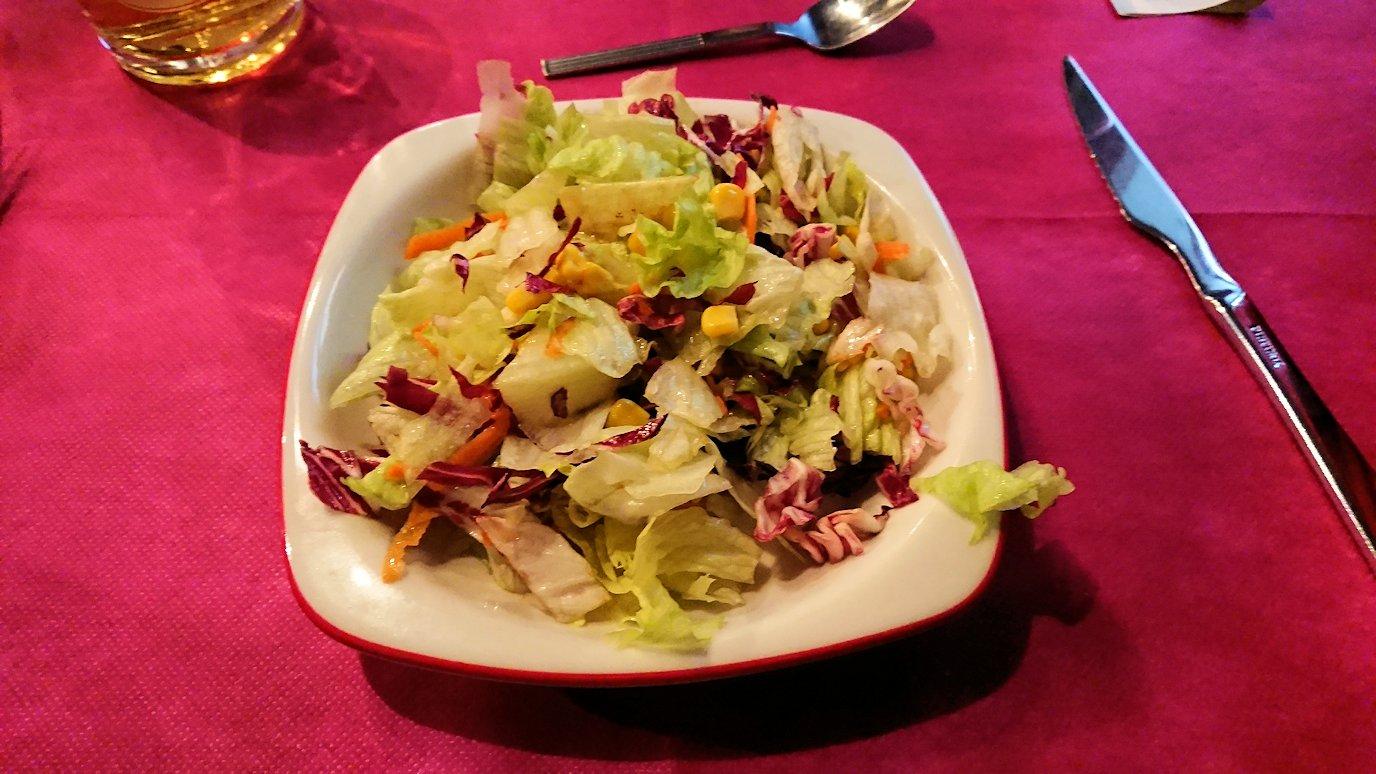 ベネチアの街のレストランの野菜
