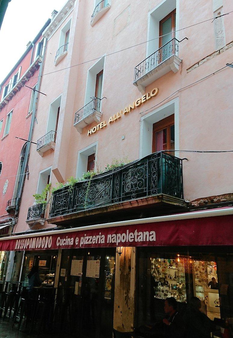 ベネチアの街のレストランの外観2