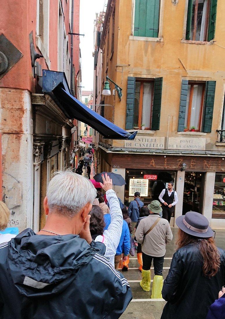 ベネチアの街を移動