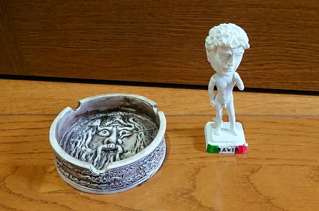 ローマ市内のトレビの泉付近で購入したお土産