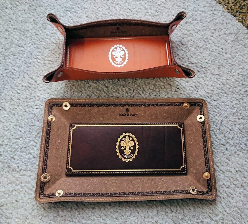 フィレンツェ市内皮製品のお土産物屋で購入したトレイ