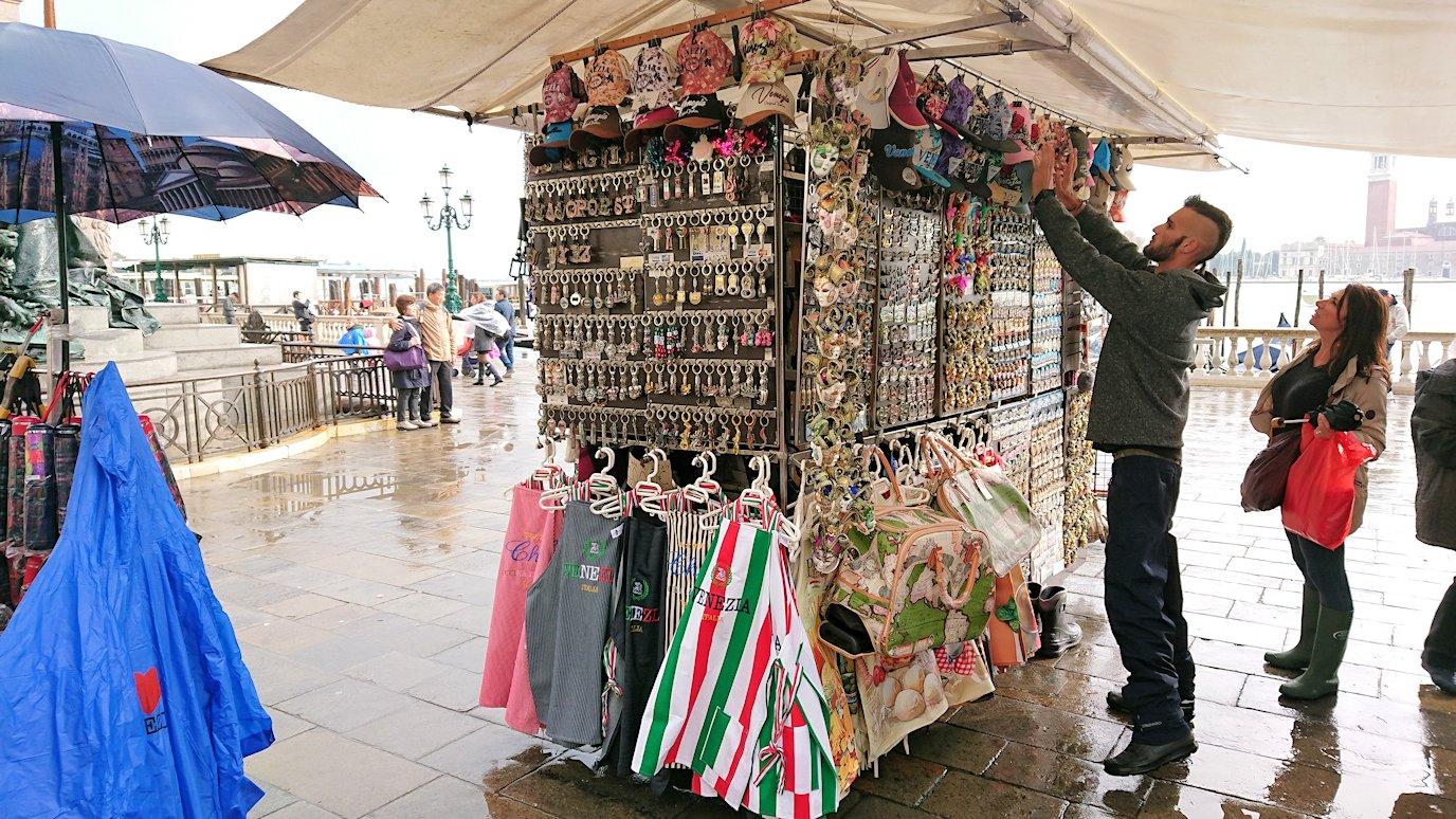 ベネチアの街の露店2