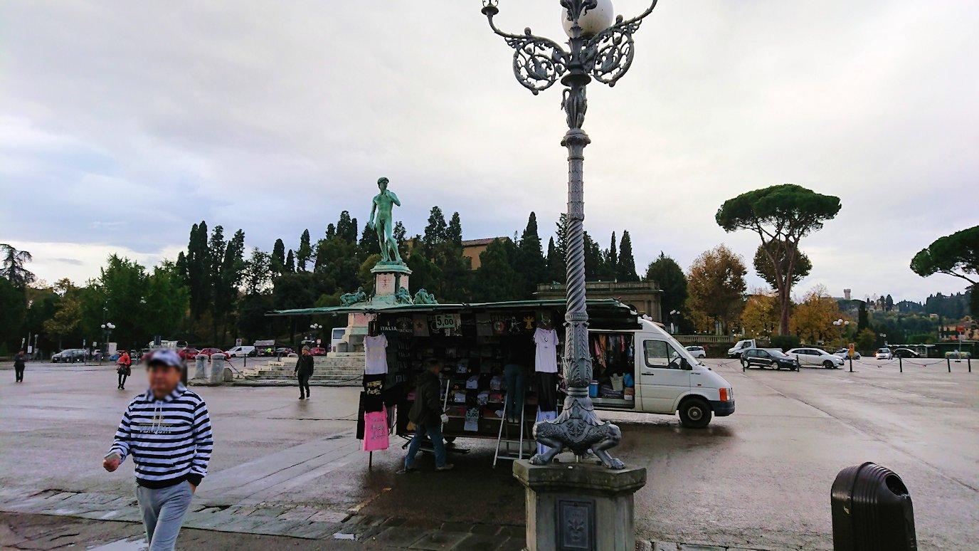 フィレンツェ市内のミケランジェロ広場に到着