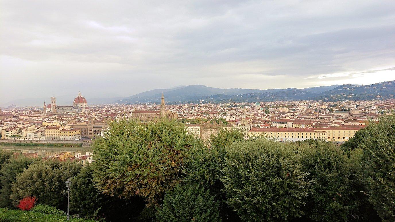 フィレンツェ市内のミケランジェロ広場からの絶景2