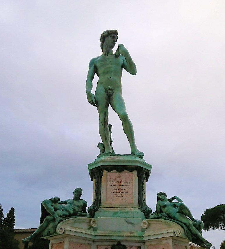 フィレンツェ市内のミケランジェロ広場のダビデ