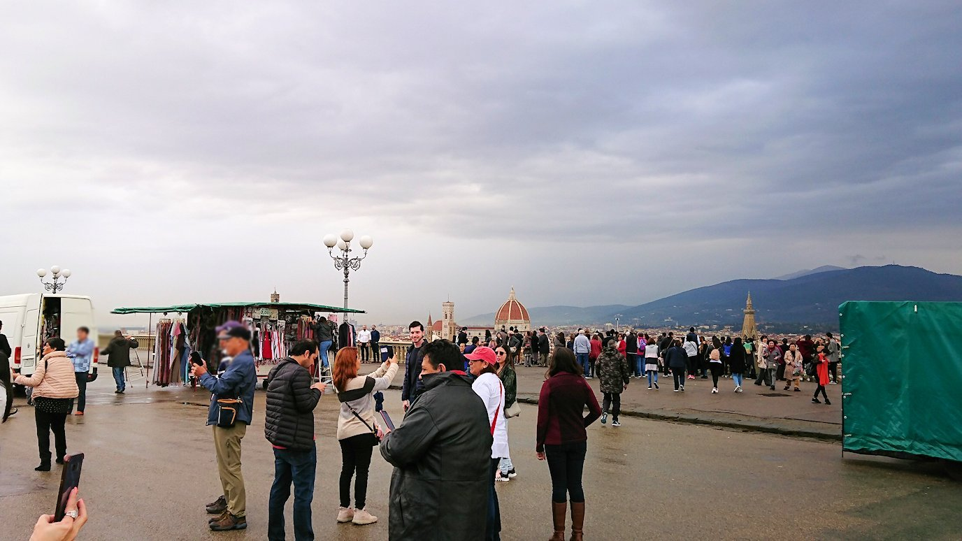 フィレンツェ市内のミケランジェロ広場の様子