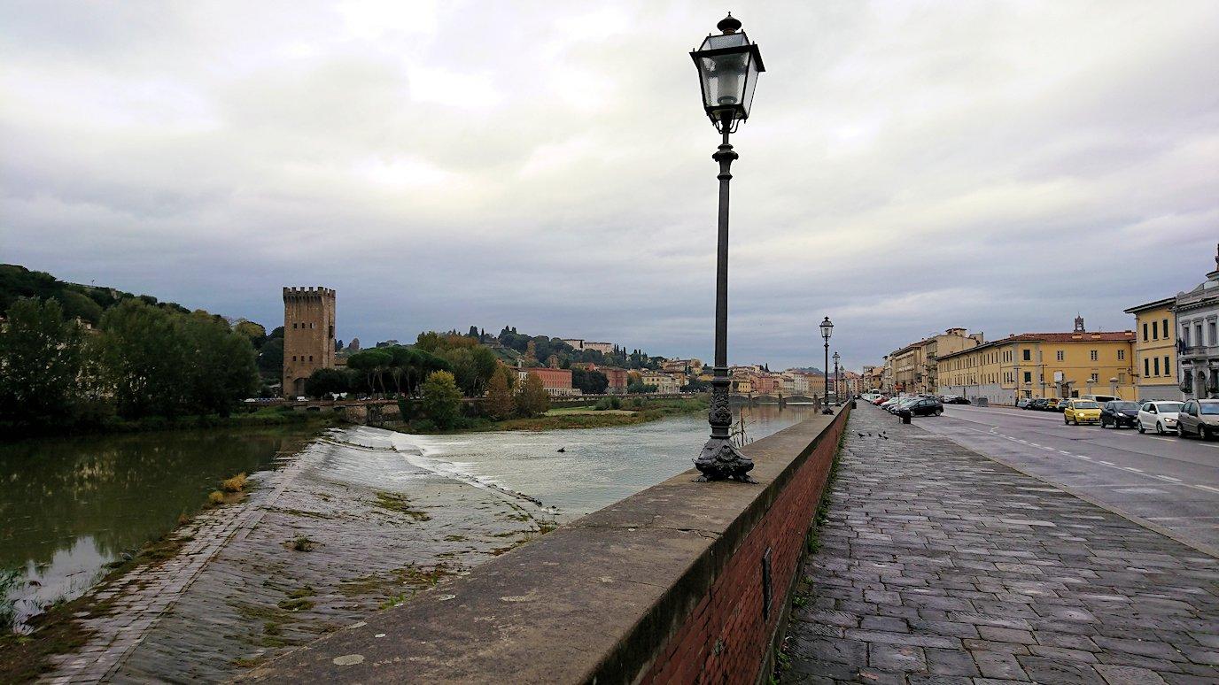 フィレンツェ市内にアルト川