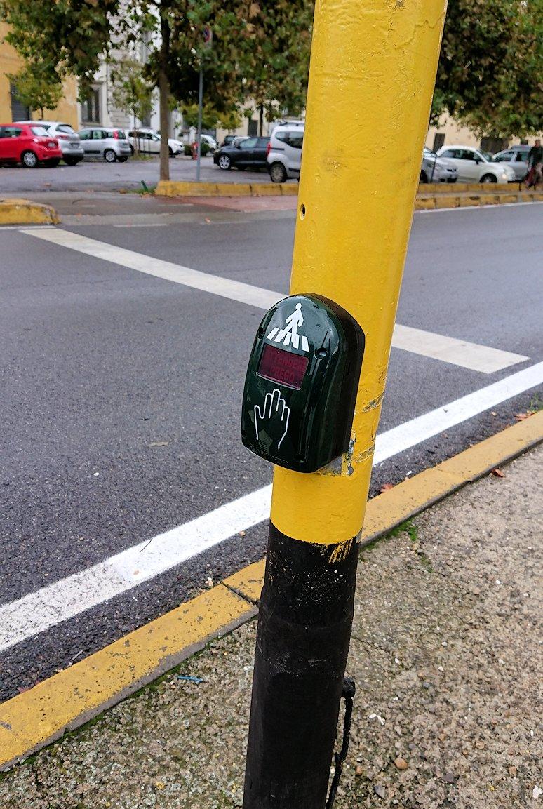 フィレンツェ市内に歩行者信号機