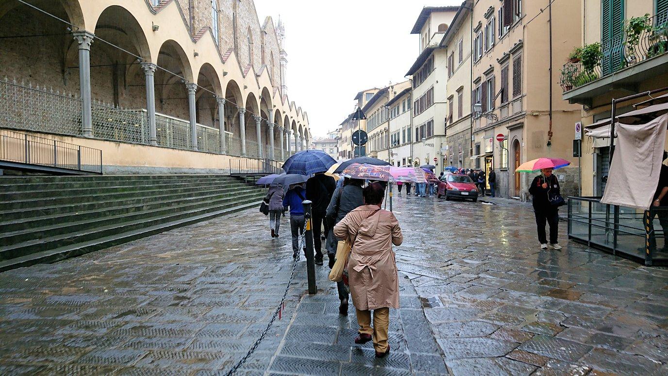 フィレンツェ市内皮製品のお土産物屋さんから歩く