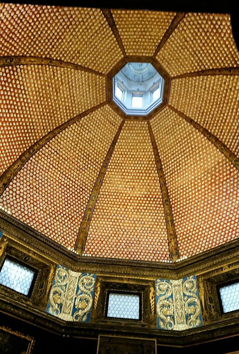 ウフィツィ美術館内で八角形の部屋