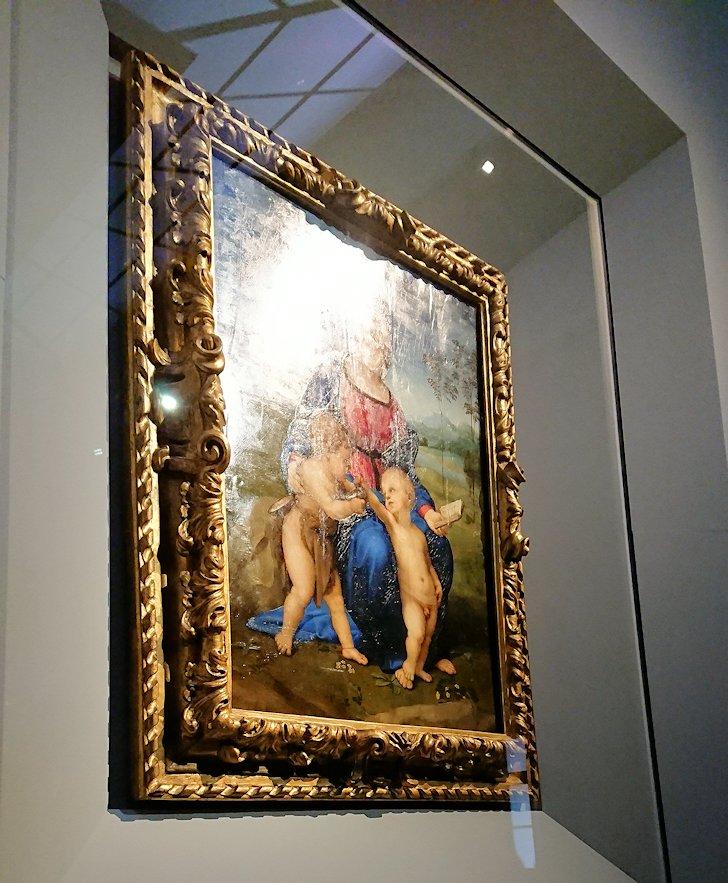 ウフィツィ美術館で油が洗い落とされた絵