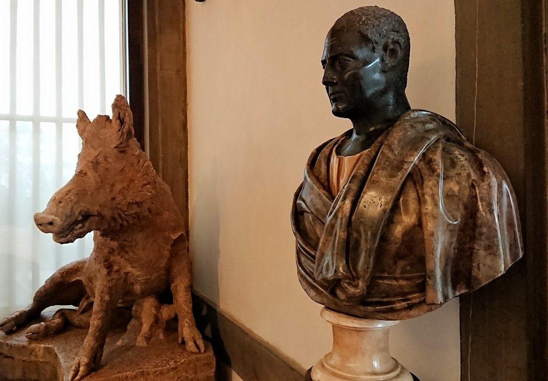 ウフィツィ美術館でいのししの像