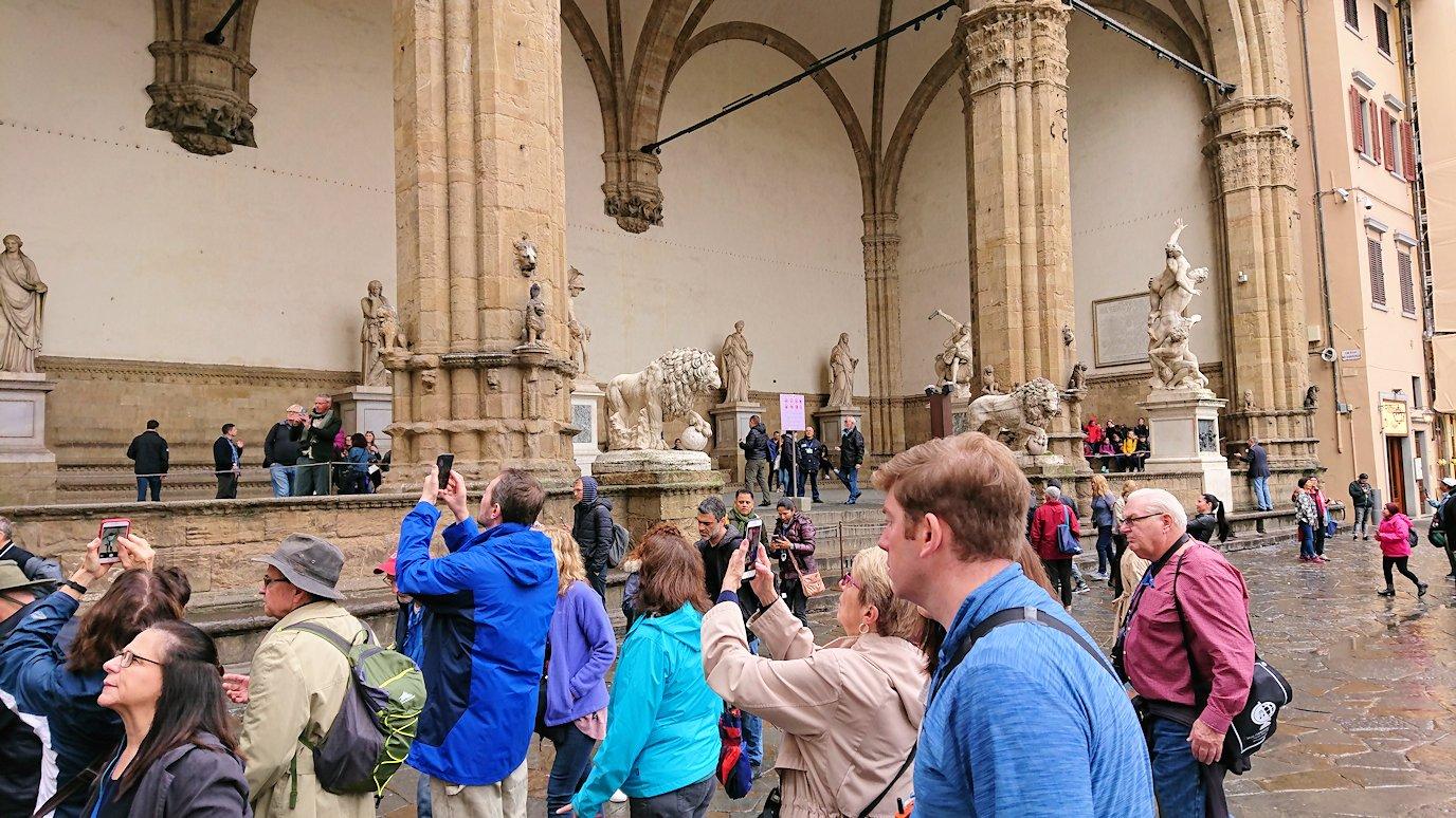 シニョリーア広場にて銅像が並ぶ