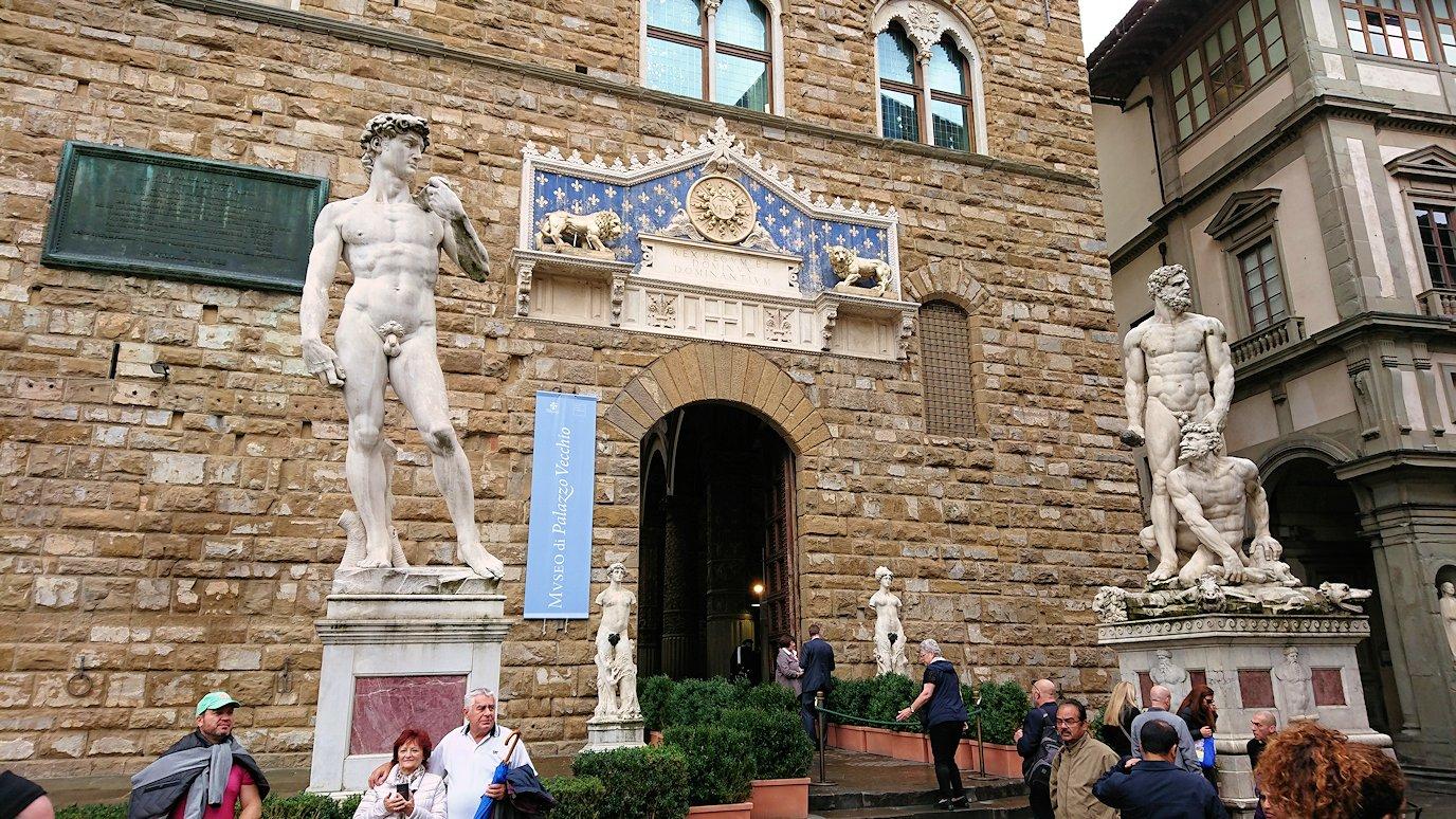 ヴェッキオ宮殿の入口