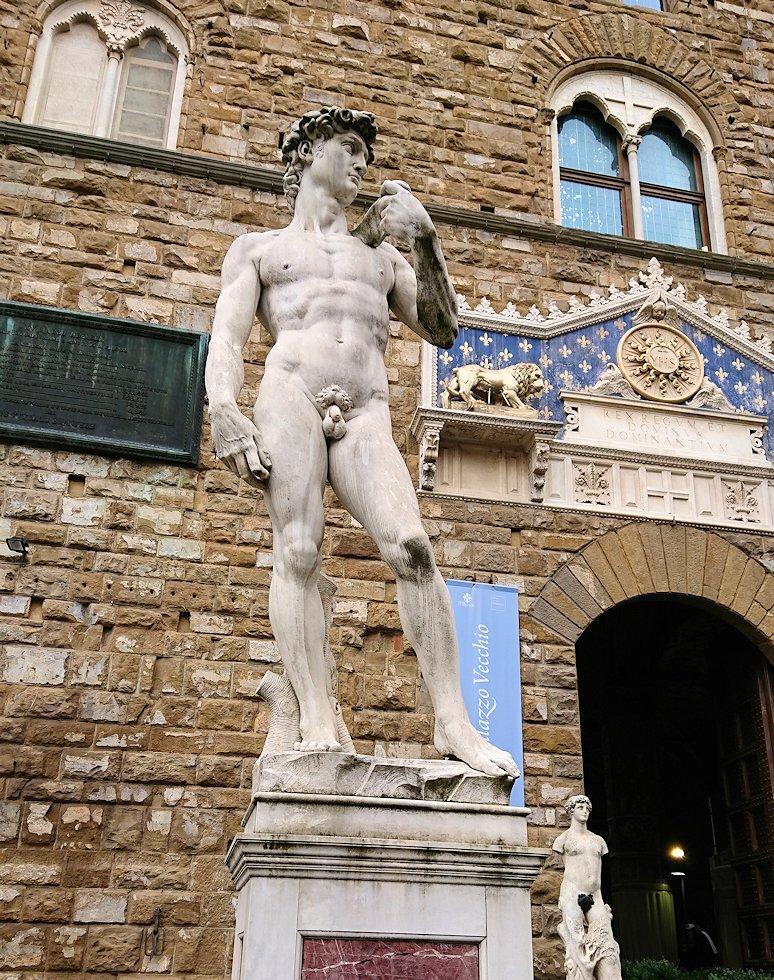 ヴェッキオ宮殿前のダビデ像