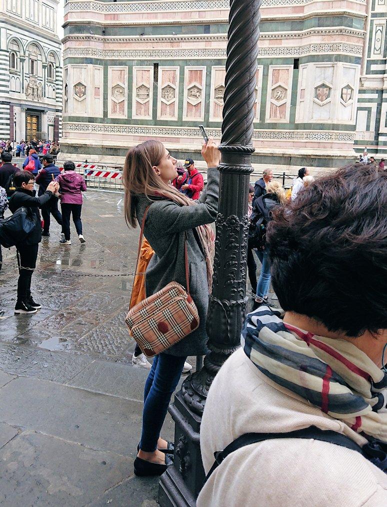 フィレンツェ大聖堂の洗礼堂付近