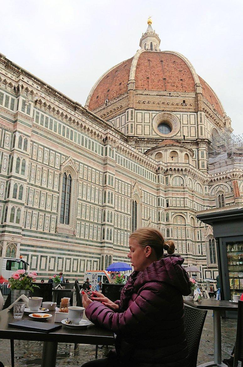 フィレンツェ大聖堂の前で記念撮影2