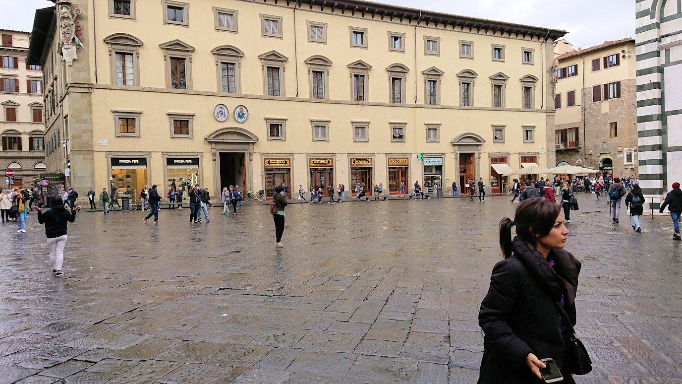 フィレンツェ大聖堂前の広場にて2