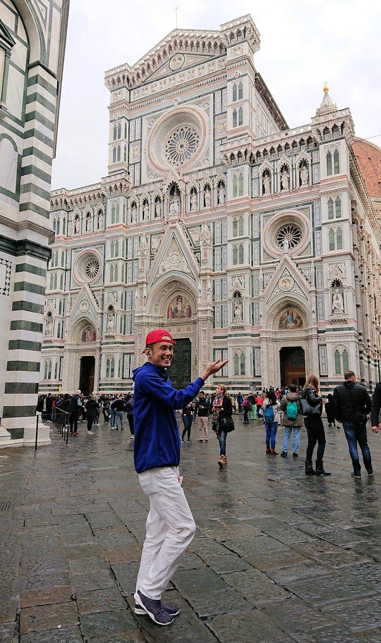 フィレンツェ大聖堂のファザードをバックに記念撮影2