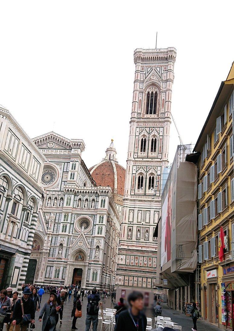 フィレンツェの大聖堂を後にする