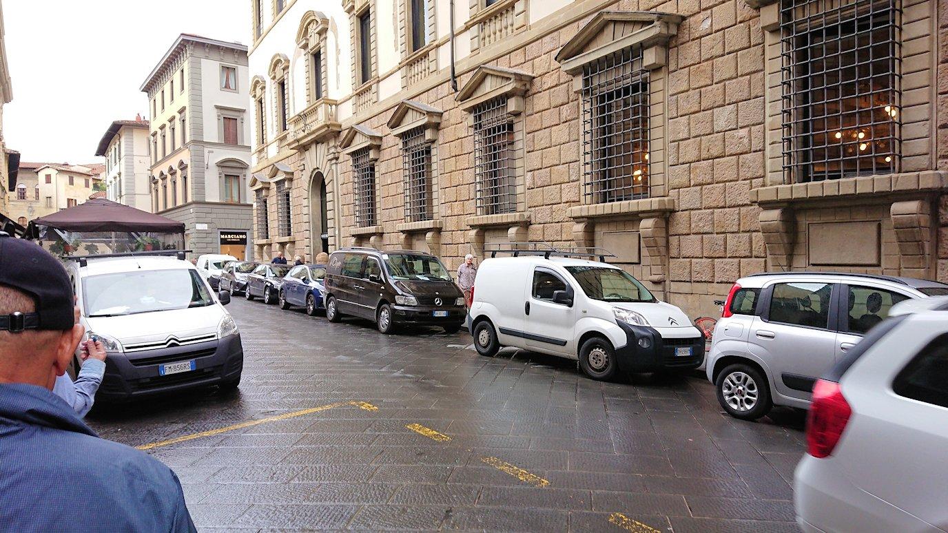 フィレンツェ市内の路地の様子