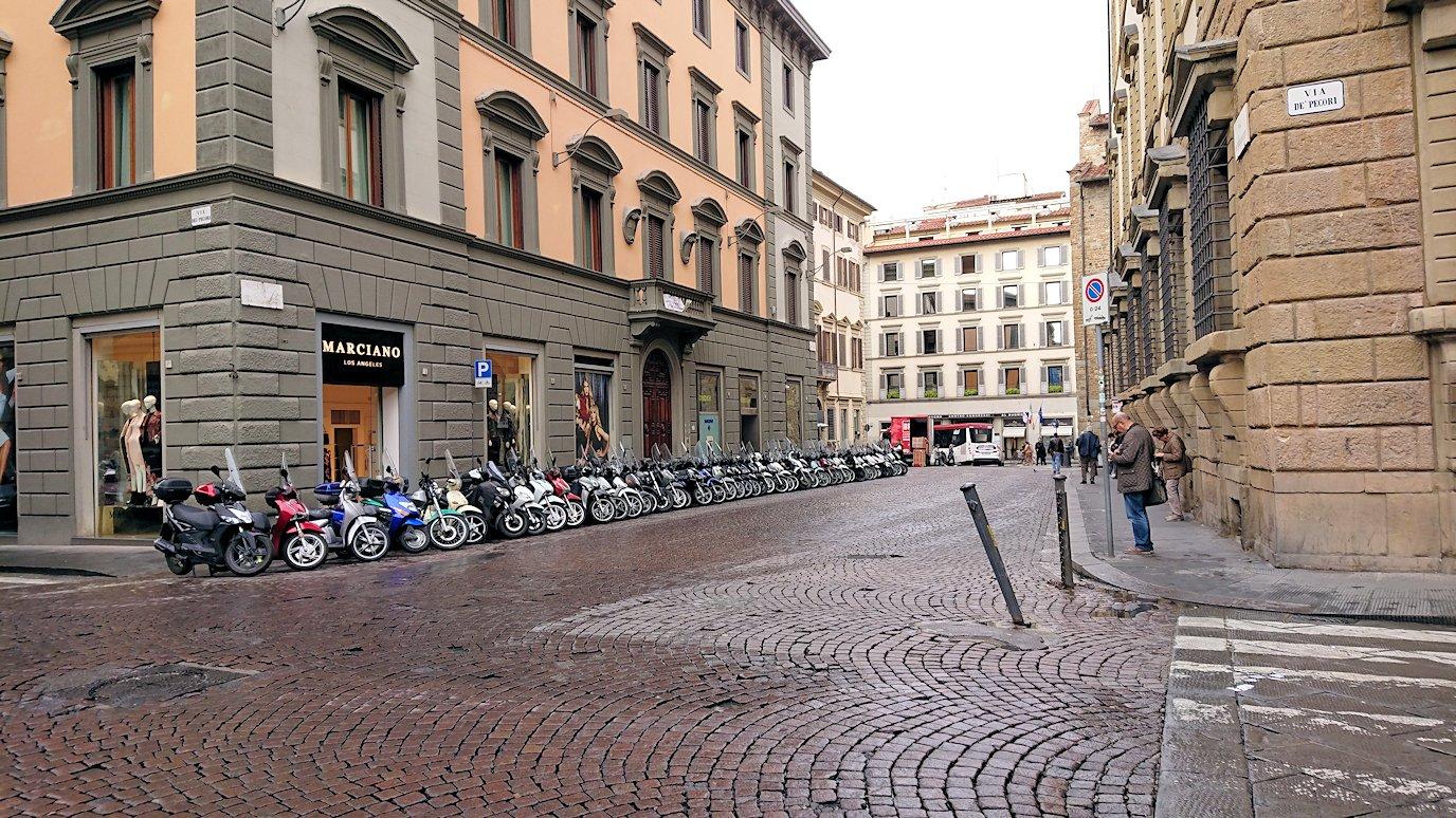 フィレンツェ市内の路地の様子2