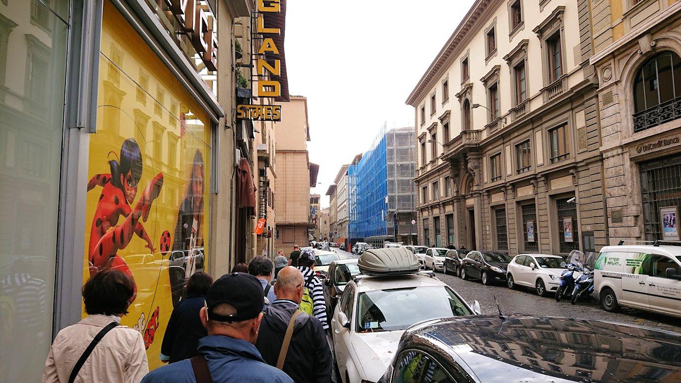 フィレンツェ市内の路地の様子3