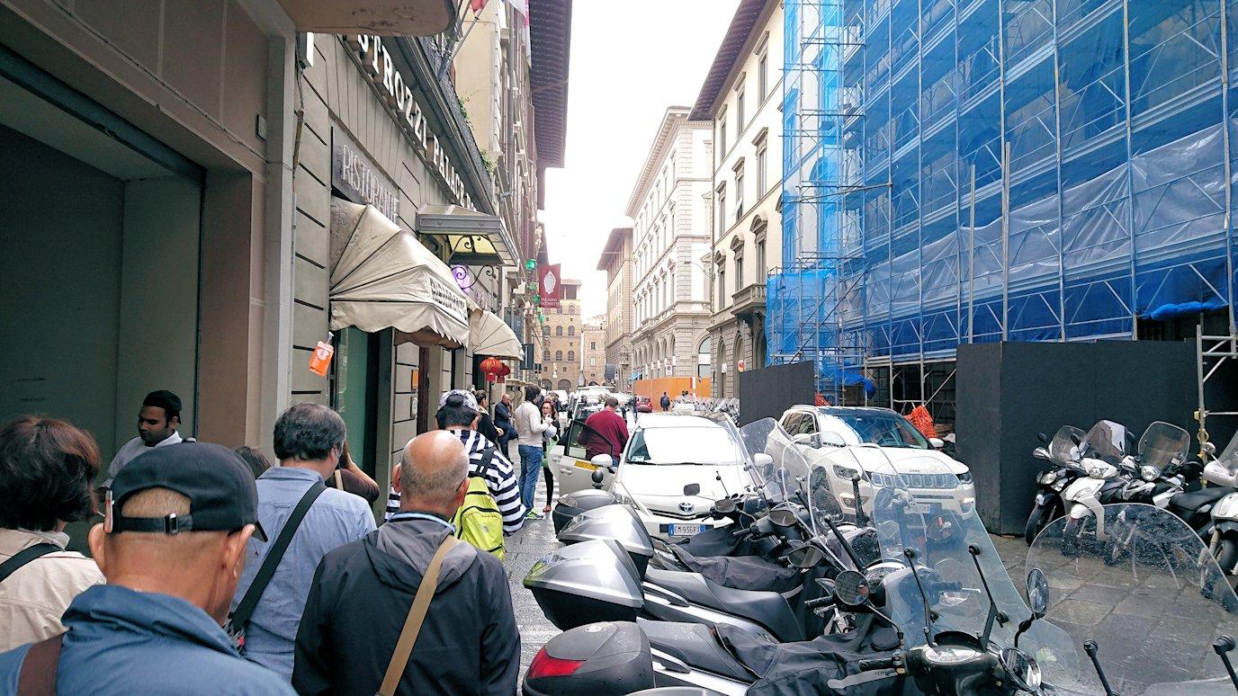 フィレンツェ市内の路地の様子4