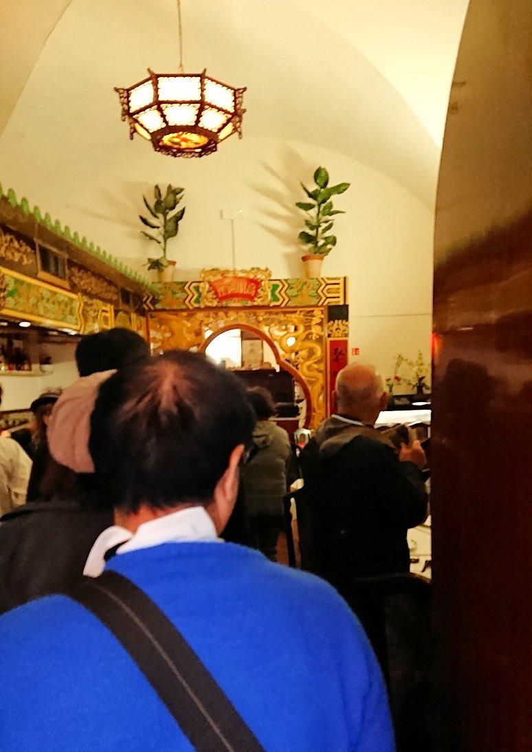 フィレンツェ市内の中華レストランに入る
