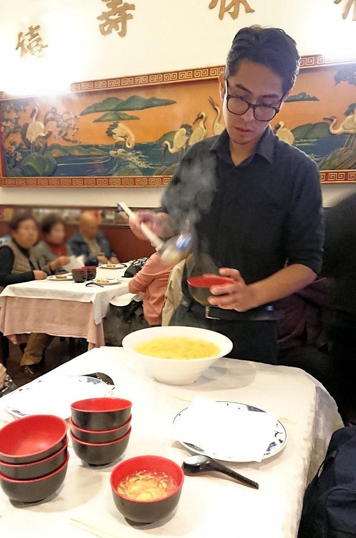 フィレンツェ市内の中華レストランで出てきたスープ