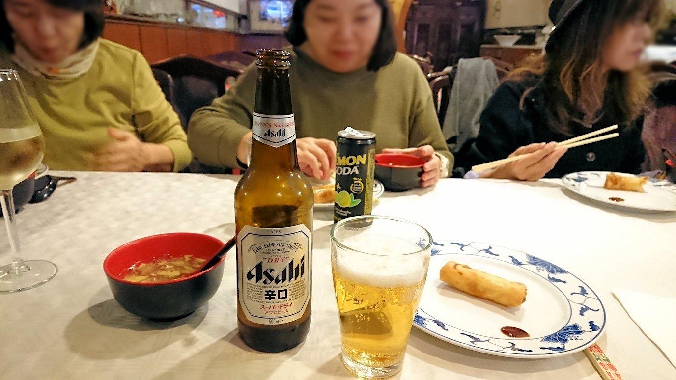 フィレンツェ市内の中華レストランでアサヒビールを飲む