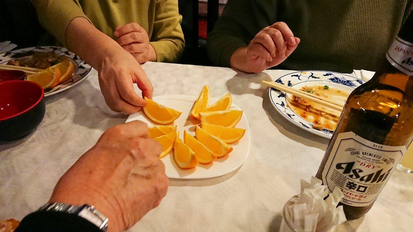 フィレンツェ市内の中華レストランのデザートのオレンジ