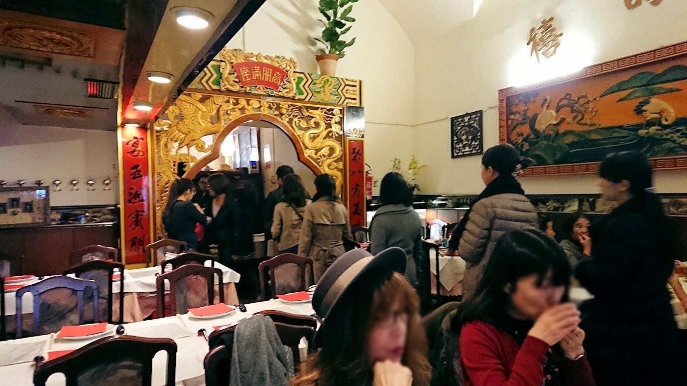 フィレンツェ市内の中華レストランに入ってきた別の日本人ツアー団体