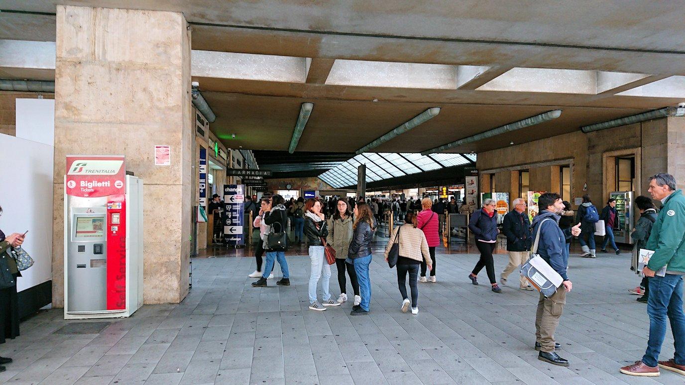 フィレンツェ郊外の駅