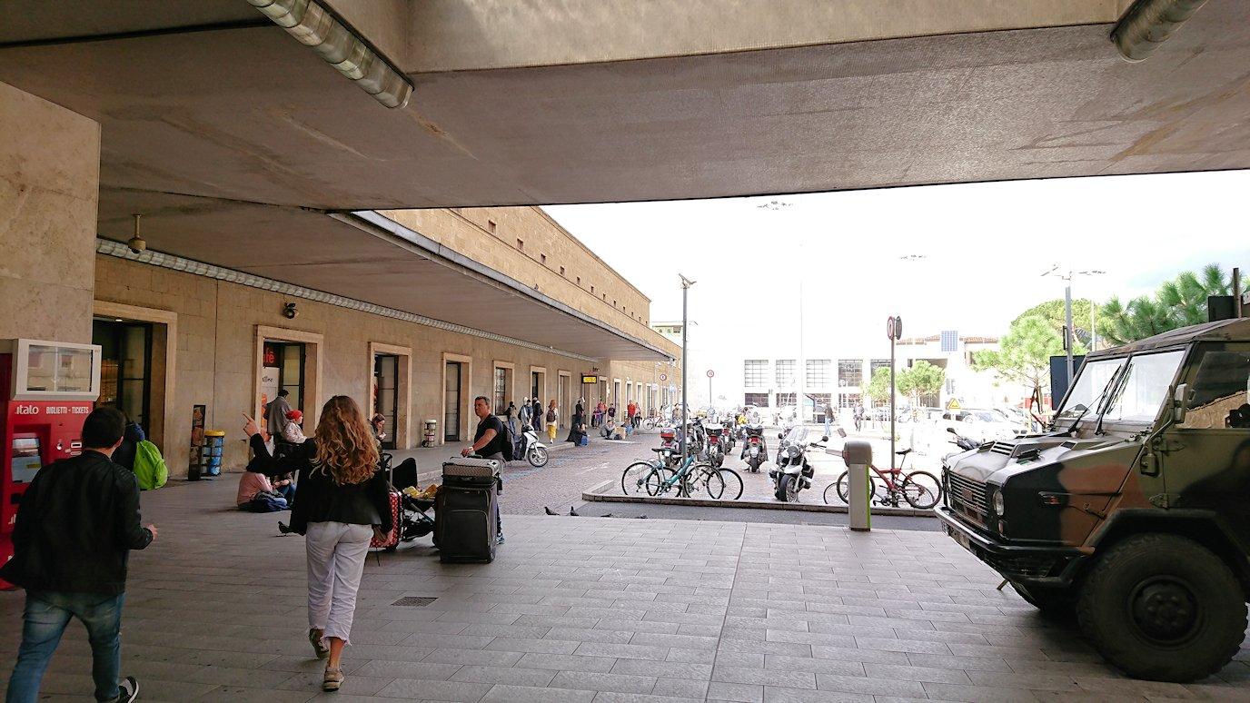 フィレンツェ郊外の駅2
