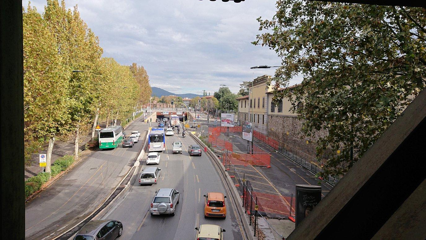 フィレンツェ郊外のバス乗り場まで歩く途中の景色