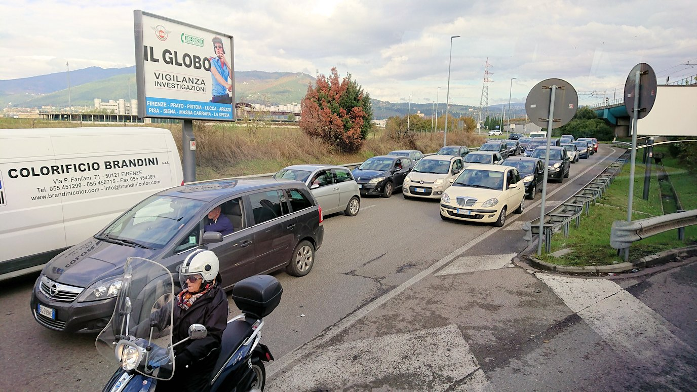 フィレンツェからピサに向かうバスから見た風景