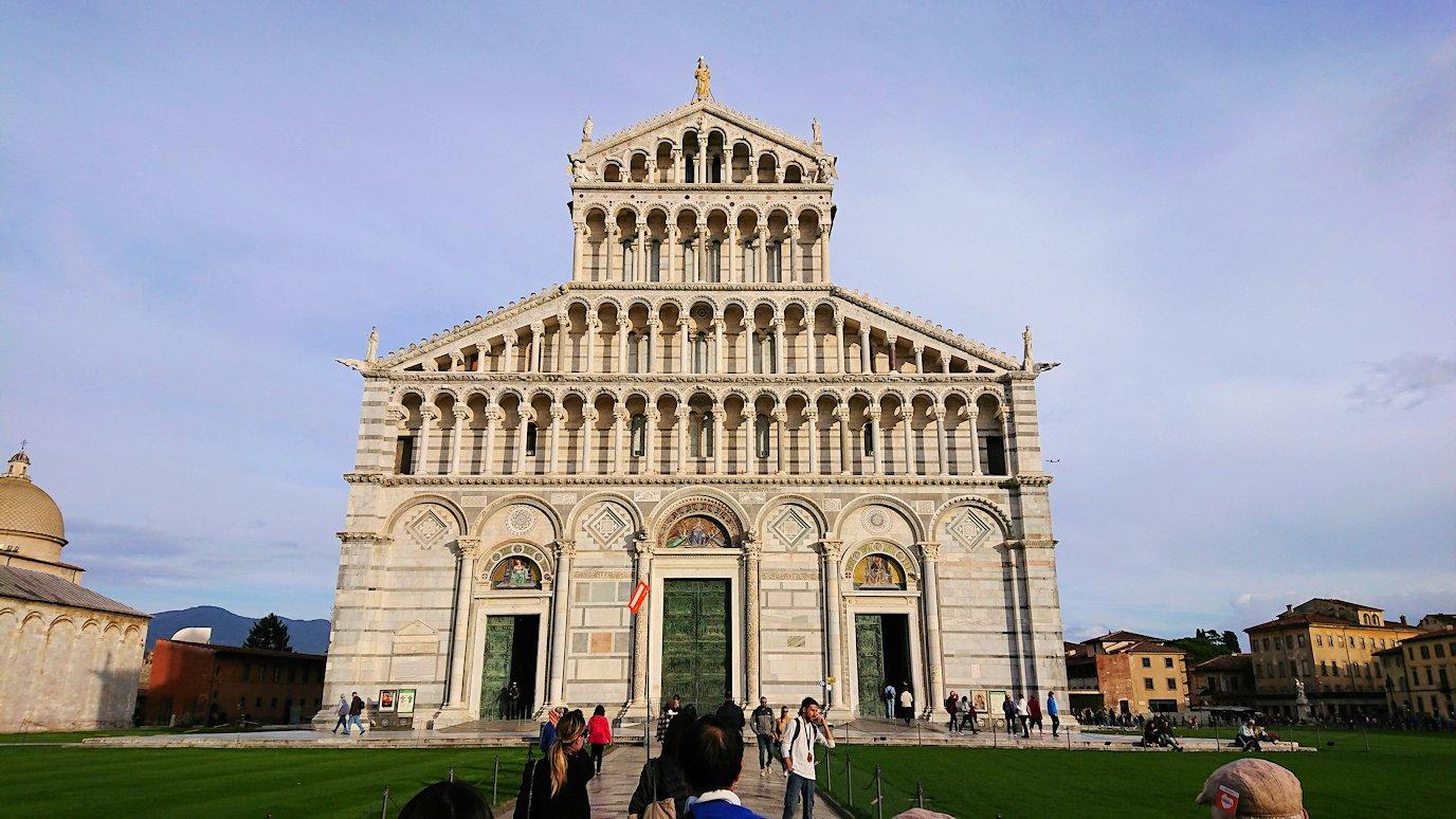 ピサの大聖堂の正面