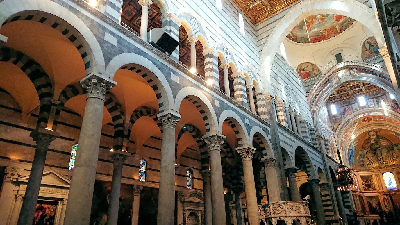 ピサの大聖堂の内のアーチ